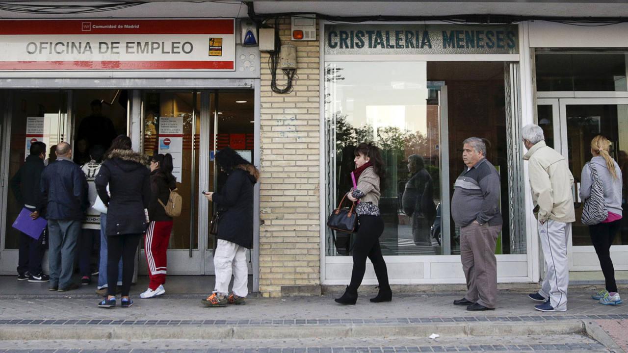 El paro registrado subi en octubre en y el total for Oficina de empleo madrid inem