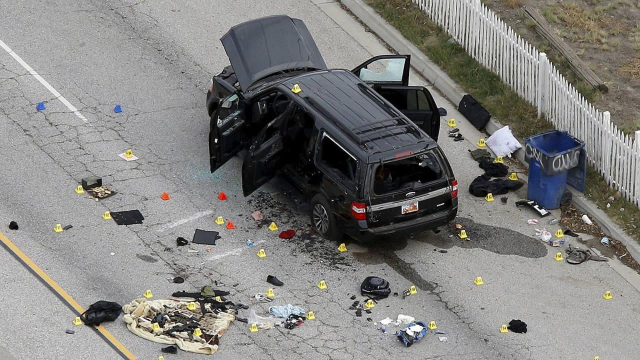 Vehículo en el que los supuestos atacantes se dieron a la fuga antes de ser abatidos por disparos de la Policía