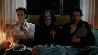 El Ministerio del Tiempo - Velázquez, Amelia y Alonso ven 'Terminator 2'
