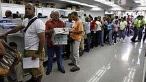 Ir al VideoVenezuela controlará los supermercados con reservistas para luchar contra el desabastecimiento