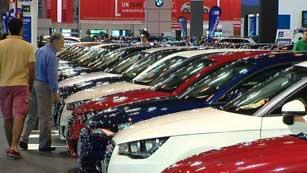La crisis económica dispara las ventas en el salón del vehiculo de ocasión