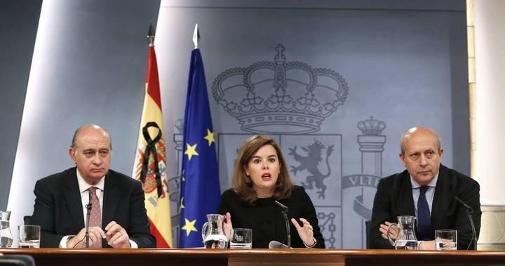 La vicepresidenta del Gobierno, Soraya Saénz de Santramaría, durante la rueda de prensa posterior al Consejo de Ministros