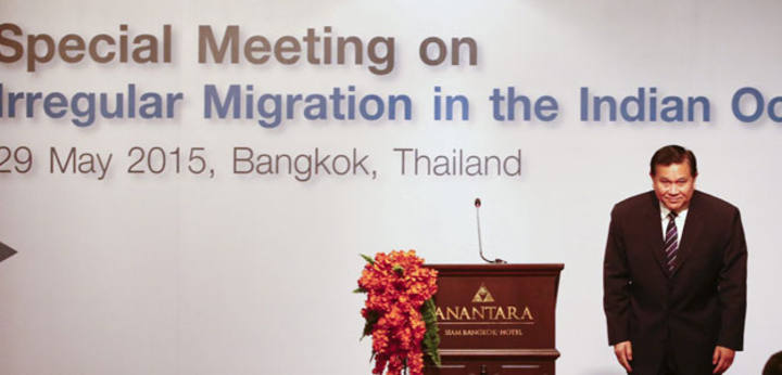 El viceprimer ministro y ministro de Asuntos Exteriores tailandés durante la sesión inaugural de una Reunión Especial sobre Inmigración Irregular en el Océano Índico celebrada en Bangkok.
