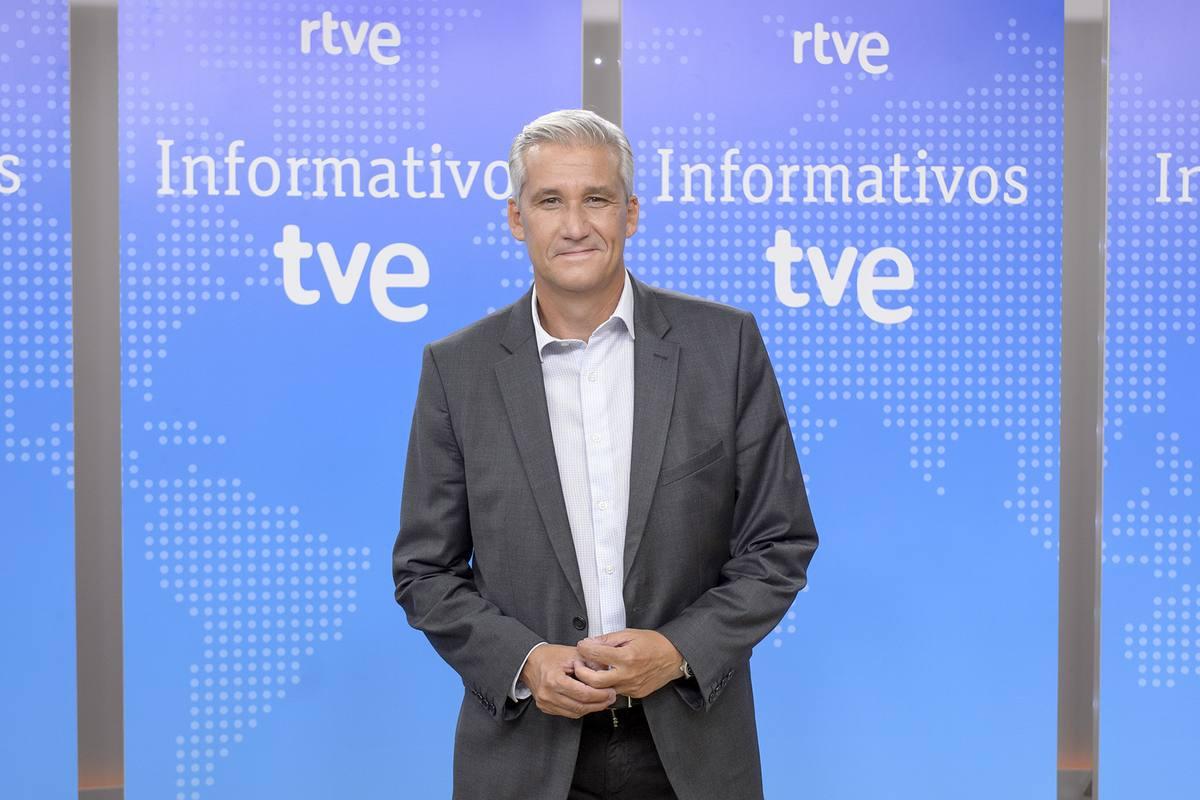 Víctor Arribas, director y presentador de 'La noche en 24 horas'
