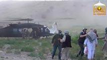 Ir al VideoUn vídeo muestra el momento de la entrega del soldado de EE.UU. intercambiado por los talibanes