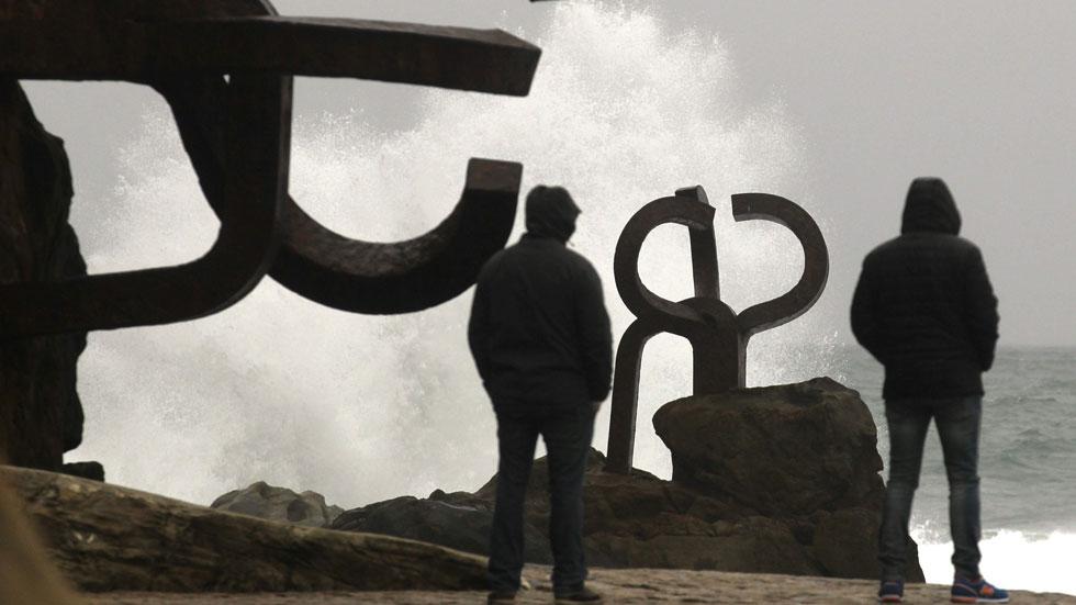Viento fuerte en gran parte del país y lluvias en el Cantábrico