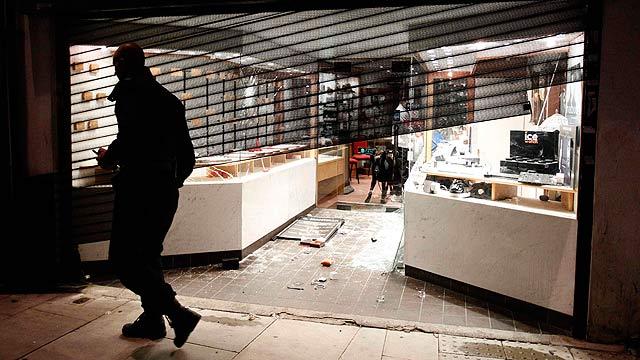La violencia se extiende a otros barrios de Londres tras los graves disturbios de Tottenham