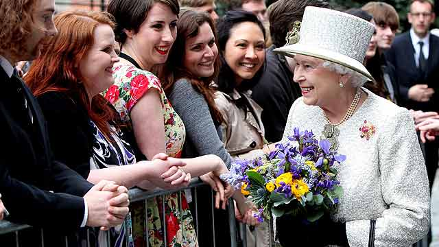 Primera jornada de la histórica visita de Isabel II a Irlanda