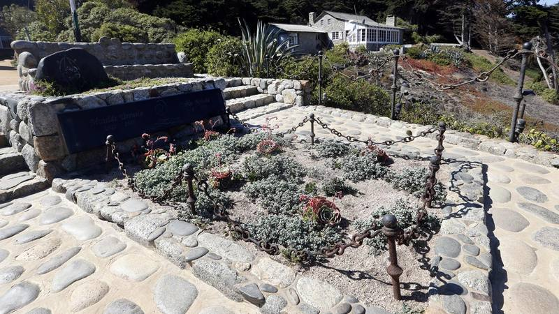 Vista de la tumba del poeta chileno y Premio Nobel de Literatura Pablo Neruda, en Isla Negra.
