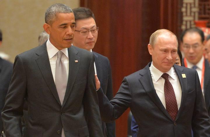 Vladímir Putin y Braack Obama, durante la segunda jornada de la cumbre de la APEC en Pekín.