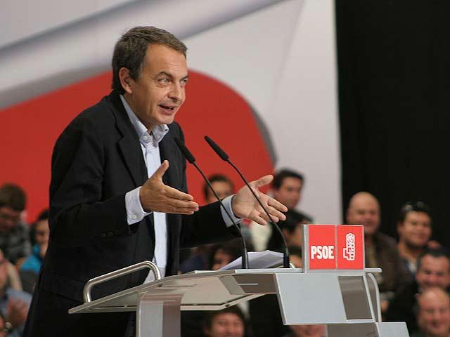 Zapatero asegura que agotará la legislatura
