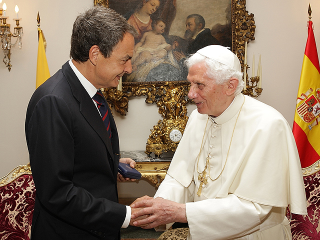 Zapatero y el papa conversan sobre la crisis economica