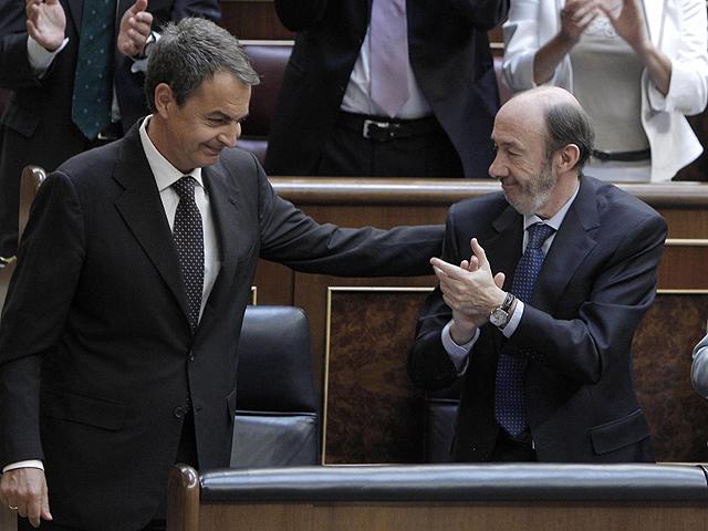"""Zapatero pide un """"esfuerzo colectivo"""" y critica las """"urgencias políticas"""""""