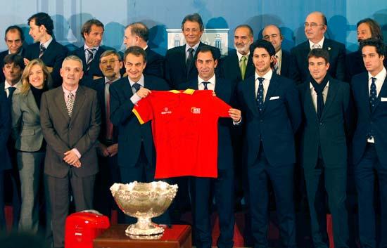 Zapatero recibe a los héroes