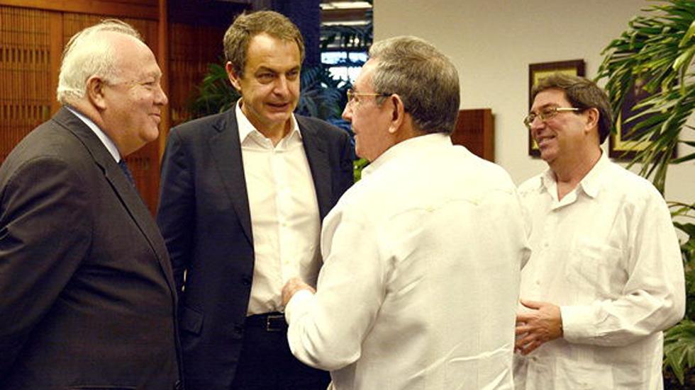 Zapatero visita La Habana y se reúne con Raúl Castro
