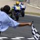 19.2009: Victoria de Valentino Rossi tras un intensísimo duelo con Jorge Lorenzo, al que adelanta de forma increíble en la última curva.