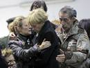 Ir a Fotogaleria Emotiva recepción a los féretros de los militares