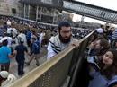 Ir a Fotogaleria Enfrentamientos entre Policía y ultraortodoxos judíos en Jerusalén durante el rezo de las Mujeres del Muro
