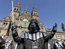 """Ir a Fotogaleria Aficionados celebran en la Plaza del Obradoiro el 30 aniversario de """"El imperio contrataca"""""""