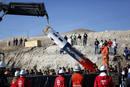Ir a Fotogaleria Llega la primera de las cápsulas que rescatará a los mineros de Chile