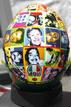 Ir a Fotogaleria Valentino Rossi lleva en su casco a la gente importante para él.