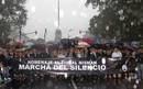 Ir a Fotogaleria Silencio bajo la lluvia en Buenos Aires en memoria de Nisman