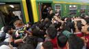 Ir a Fotogaleria Miles de refugiados intentan alcanzar en tren Austria desde Hungría