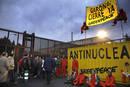 Ir a Fotogaleria Greenpeace la monta en la central nuclear de Garoña