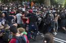 Ir a Fotogaleria La policía húngara usa gases lacrimógenos para impedir la entrada de refugiados