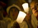 Ir a Fotogaleria Miles de velas y pañuelos rojos para despedir San Fermín 2015