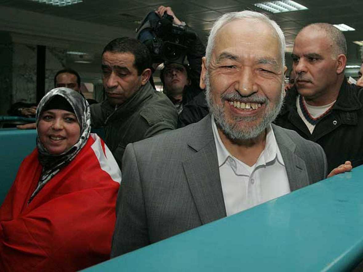 Los islamistas  se han sumado a la transición política que acaba de comenzar en Túnez. El líder del movimiento islámico Al Nahda ha regresado al país, después de 22 años de exilio, y ha pedido un gobierno de concentración (31/01/2011).