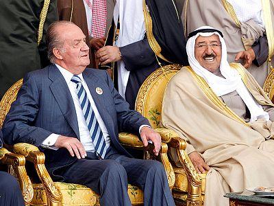 El rey arropa a Kuwait en el 50 aniversario de su independencia