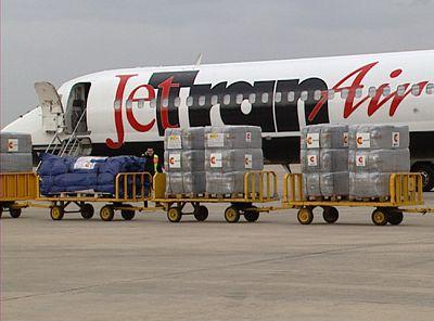 España comienza un puente aéreo entre Túnez y Egipto para evacuar a miles de trabajadores egipcios