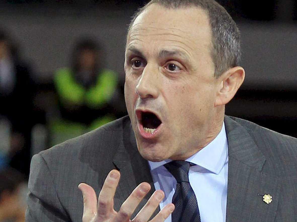 El entrenador del Real Madrid de baloncesto Ettore Messina presentó su dimisión después de la abultada derrota frente al Montepaschi Siena en la última jornada del 'Top 16' de la Euroliga, en la que también certificaron su pase a cuartos el Power Ele