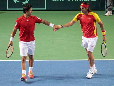 El equipo español logró una victoria histórica al certificar su triunfo sobre Bélgica en el partido de dobles (3-0) y colocarse en cuartos de final del Grupo Mundial sin ceder un set en los tres partidos disputados.