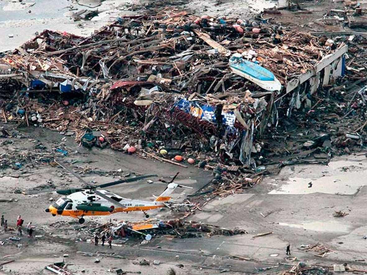 Los japoneses comprueban con horror las consecuencias del mayor terremoto de su historia