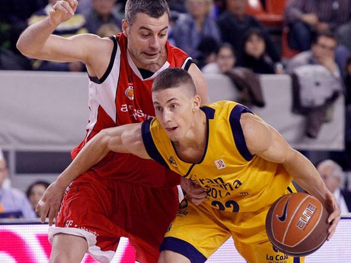 El Gran Canaria 2014 sumó su decimotercera victoria en la ACB, un triunfo basado en el tercer cuarto y en la calidad de Jaycee Carroll (25 puntos) que desarboló en todo momento la defensa del Assignia Manresa, un equipo que se encuentra en la zona de