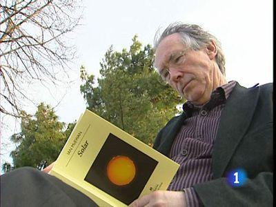 """El aclamado novelista británico Ian Mc Ewan, conocido por novelas como """"Sábado"""" y """"Expiación""""  tiene nuevo trabajo. Se titula """"Solar"""""""