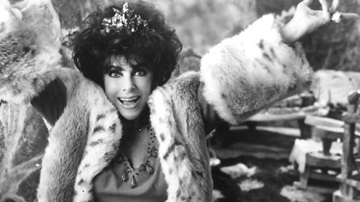 Elizabeth Taylor llevaba varios años enferma de la lesión cardiaca de la que ha muerto esta madrugada en Los Angeles. Hacía ya tiempo que había dejado los escenarios pero hoy todos la recuerdan como una de esas actrices de las que quedan pocas,