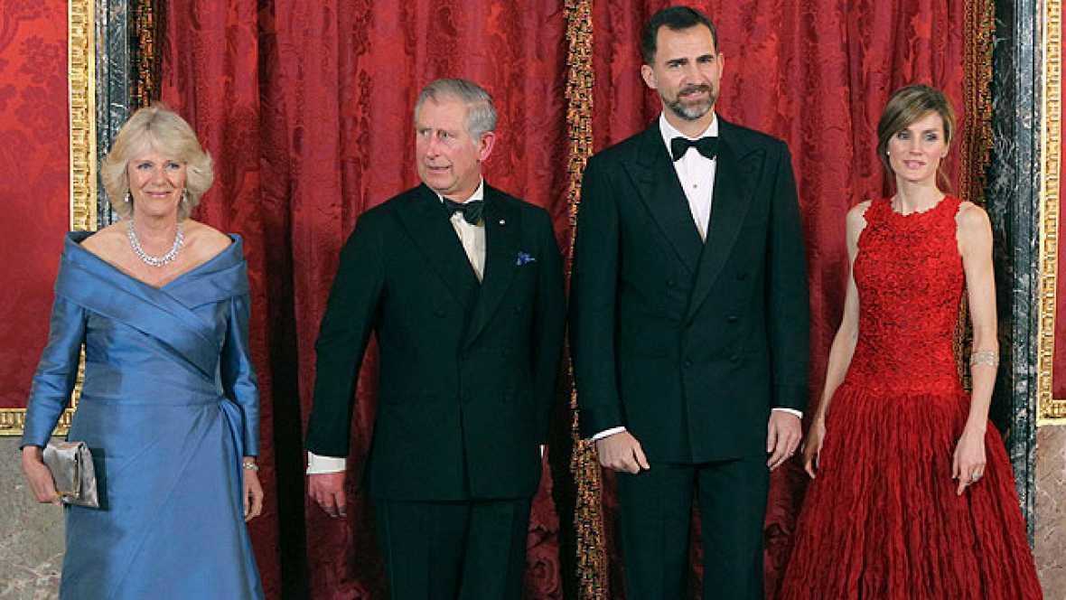 El Príncipe defiende ante Carlos de Inglaterra  avanzar en la solución del contencioso de Gibraltar