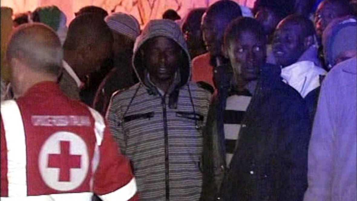 En Lampedusa, Italia, la guardia costera busca a decenas de desaparecidos en el naufragio