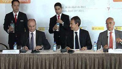 Zapatero trata de convencer a los inversores de Singapur de que inviertan en España