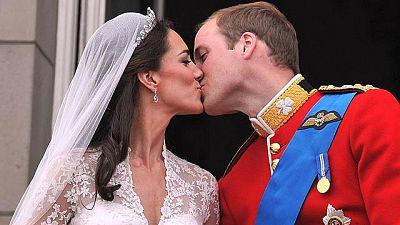 Más de 2 mil millones de personas siguieron ayer por televisión y las redes sociales la boda de Guillermo de Inglaterra y Catalina Middleton.