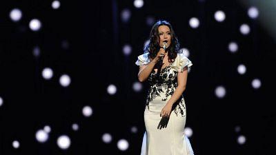 """Actuación de Lituania, Evelina Sasenko  y el tema """"C'est Ma Vie""""."""