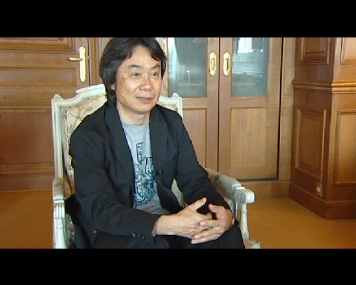 Le preguntamos por su avatar de la 3DS, y no duda en enseñarlo. Así de atento y amable es Shigeru Miyamoto. Nadie diría que estamos ante un genio que lleva más de 25 años revolucionando la industria de los videojuegos, sobre todo gracias a las aven