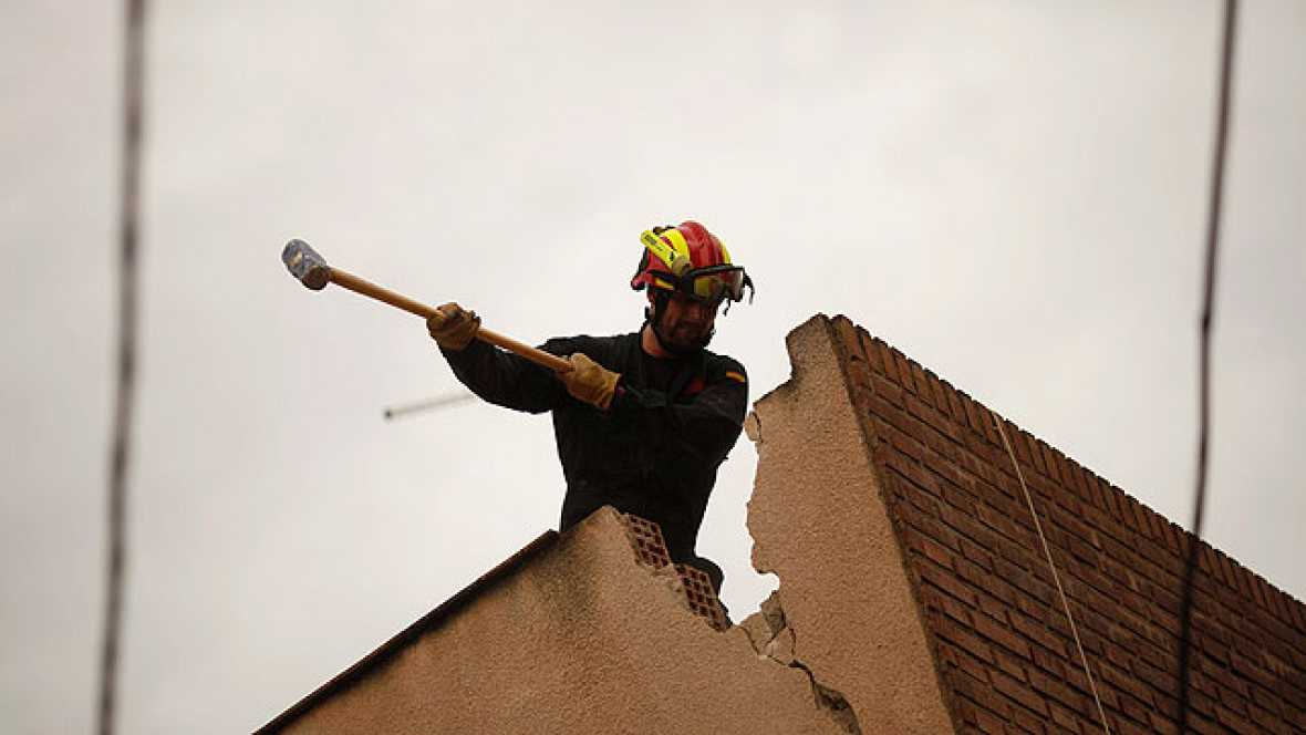 Agradecimiento a algunos de los rescatadores de Lorca