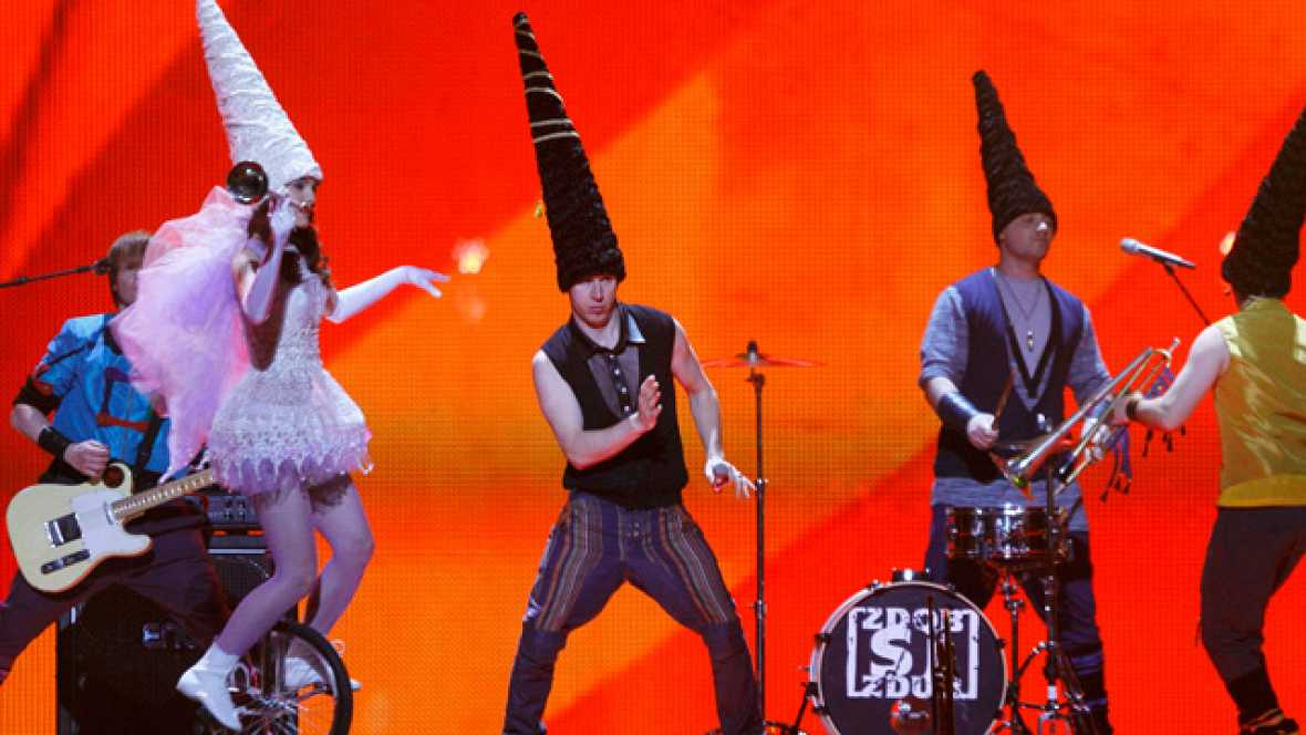 "Seis años después de participar en Eurovisión, el grupo Zdob Si Zdub ha vuelto al Festival para representar a Moldavia con la canción ""So lucky"""