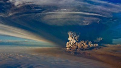 Un nuevo volcán causa problemas en el tráfico aéreo de Islandia