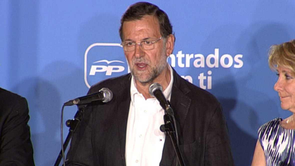 Un Rajoy agradecido en el balcón de Génova