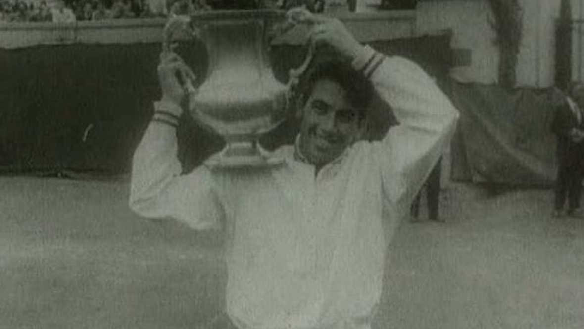 Manolo Santana gana en Wimbledon (1966)